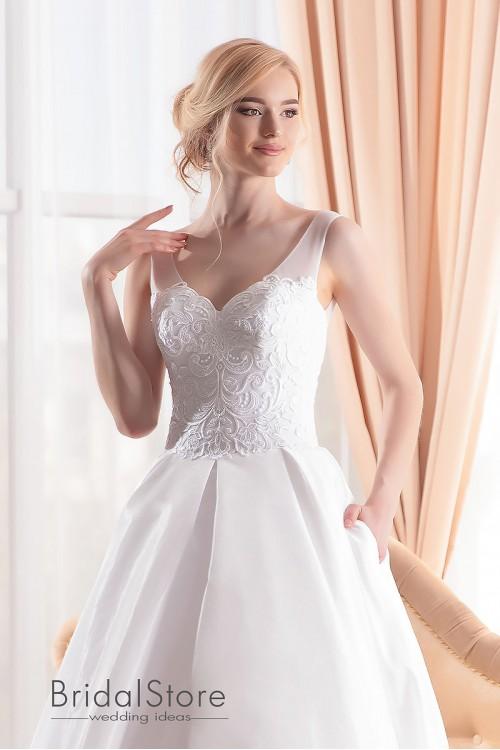 Lucy - атласное свадебное платье с шлейфом